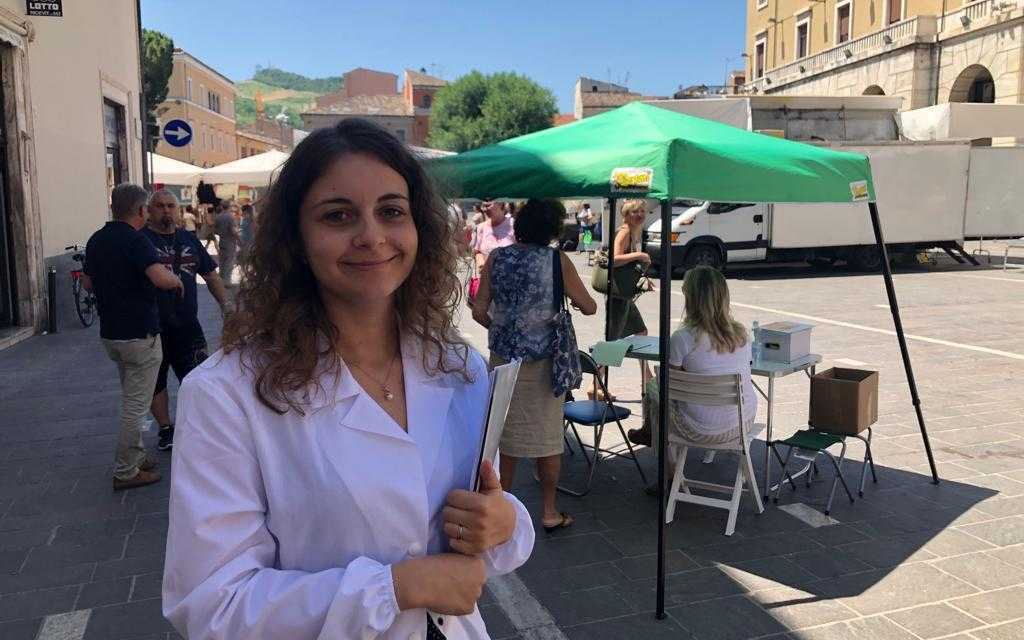 """FOTO e VIDEO   Osteoporosi, a Teramo il Camper del tour """"Piatto Forte"""" sulla prevenzione"""