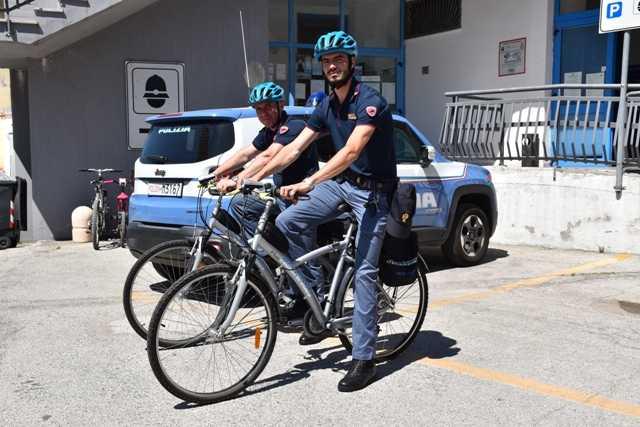Estate sicura, apre il presidio di polizia ad Alba Adriatica: arrivano le pattuglie in bicicletta e maggiori controlli sulla movida
