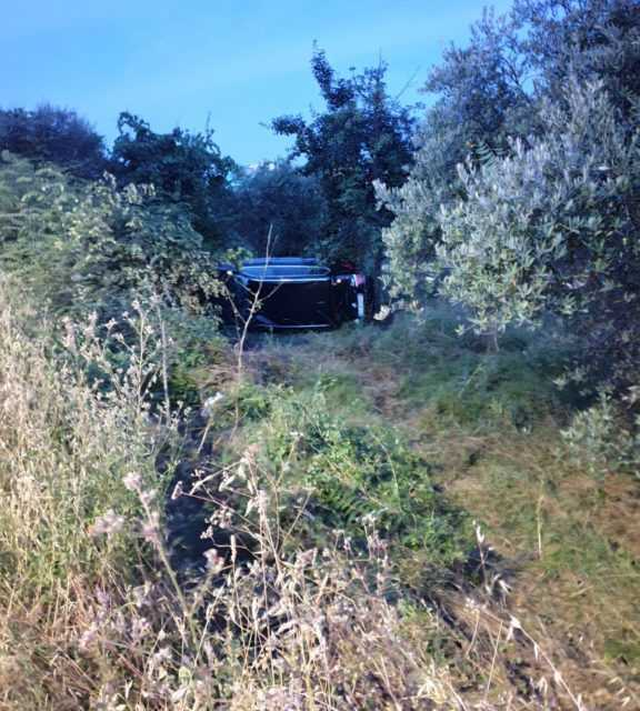 FOTO | San Nicolò, tampona un'altra auto e la manda fuori strada poi oltraggia i poliziotti intervenuti