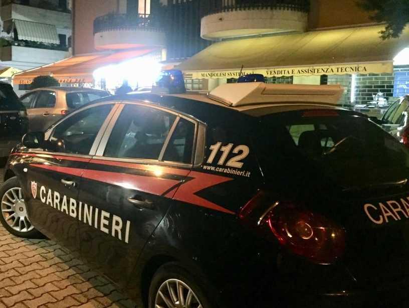 Montorio, parapiglia in un bar del centro per presunti schiamazzi: arrivano i Carabinieri