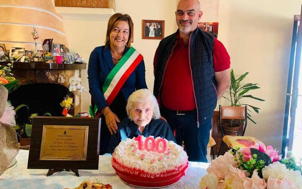 Tortoreto, grande festa per i 100 anni di nonna Rosina