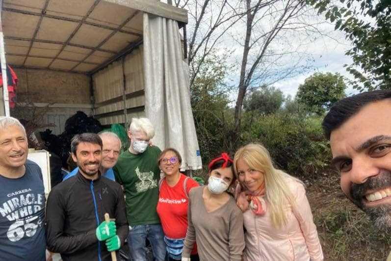 Giulianova, giornata di decoro e pulizia per gli Universitari in MoVimento con gli attivisti 5 Stelle