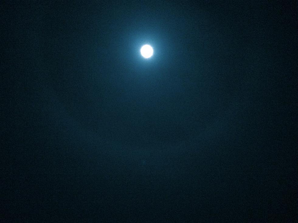 次の満月は6日ですが、<br>6日の夜の月が満月ではなく、<br>3月5日の夜の月が満月です。