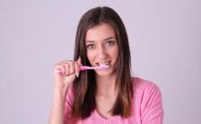 『歯を溶かす飲食』と『対策』