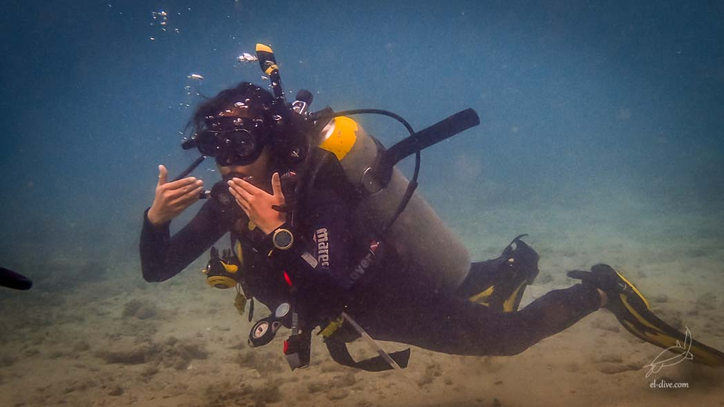 Neutral buoyancy skill demonstration in front of El Nido