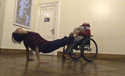 Menatalla Mohamed danza en silla de ruedas