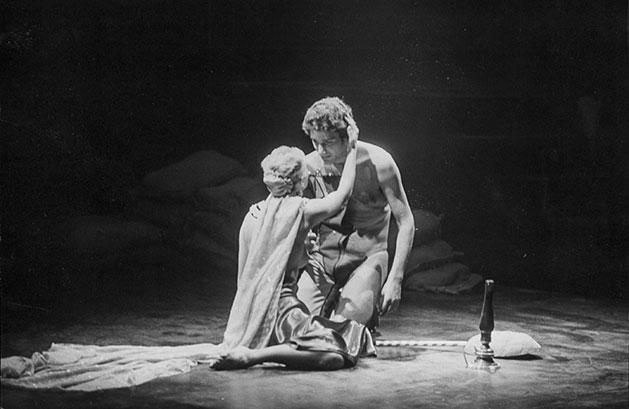 Noche de guerra en el Museo del Pradode Rafael Alberti, montada en 1978 en el Teatro María Guerrero,