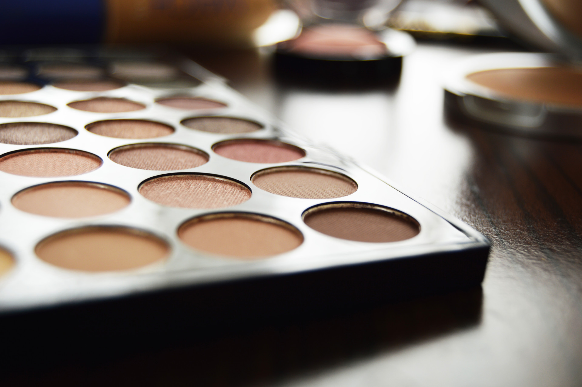 Weekend Makeup | Makeup Revolution Ultra Eyeshadow Palette Flawless has 32 pigmented and soft eyeshadows.