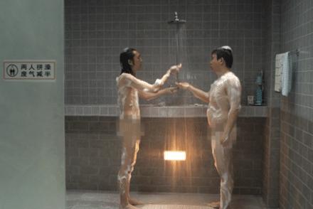 La douche a deux, c'est mieux