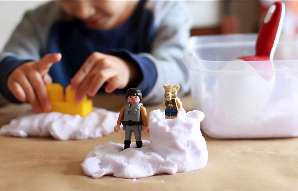 """Cel mai inteligent """"joc"""" pentru copii: nisipul kinetic"""