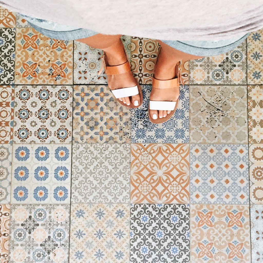 Gorgeous ceramic floor tiles at Asi y Asado in Cabo San Lucas - elanaloo.com