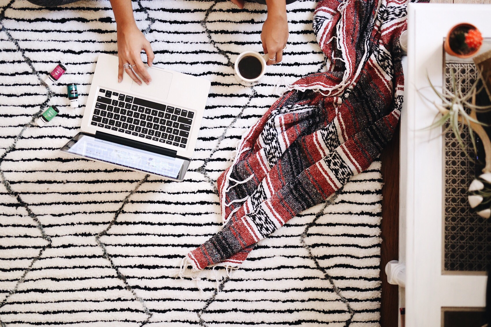 5 Ways To Stay Focused Working From Home | elanaloo.com