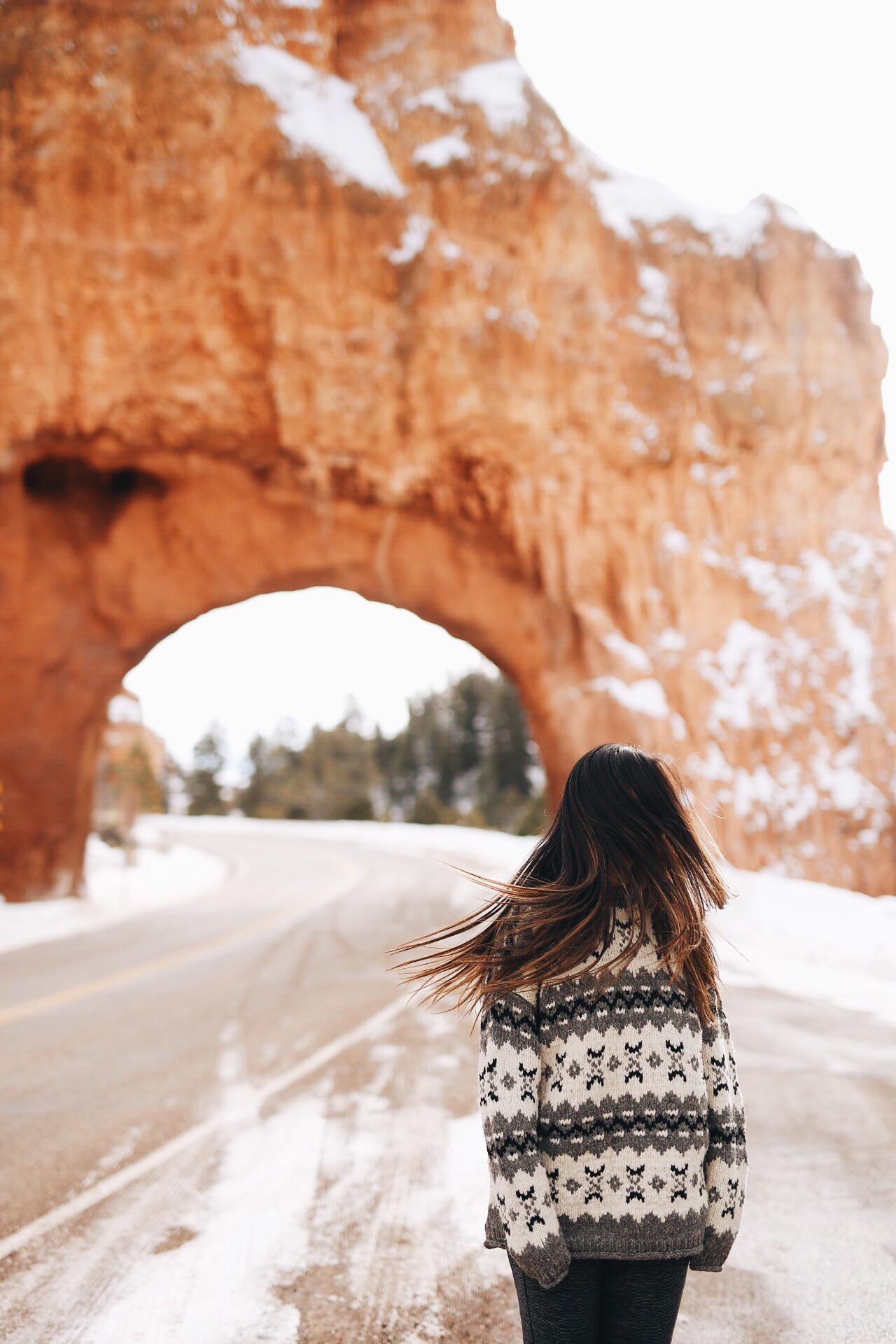 Bryce Canyon National Park During Winter | Archway in Bryce Canyon National Park | Traveling Southern Utah | elanaloo.com