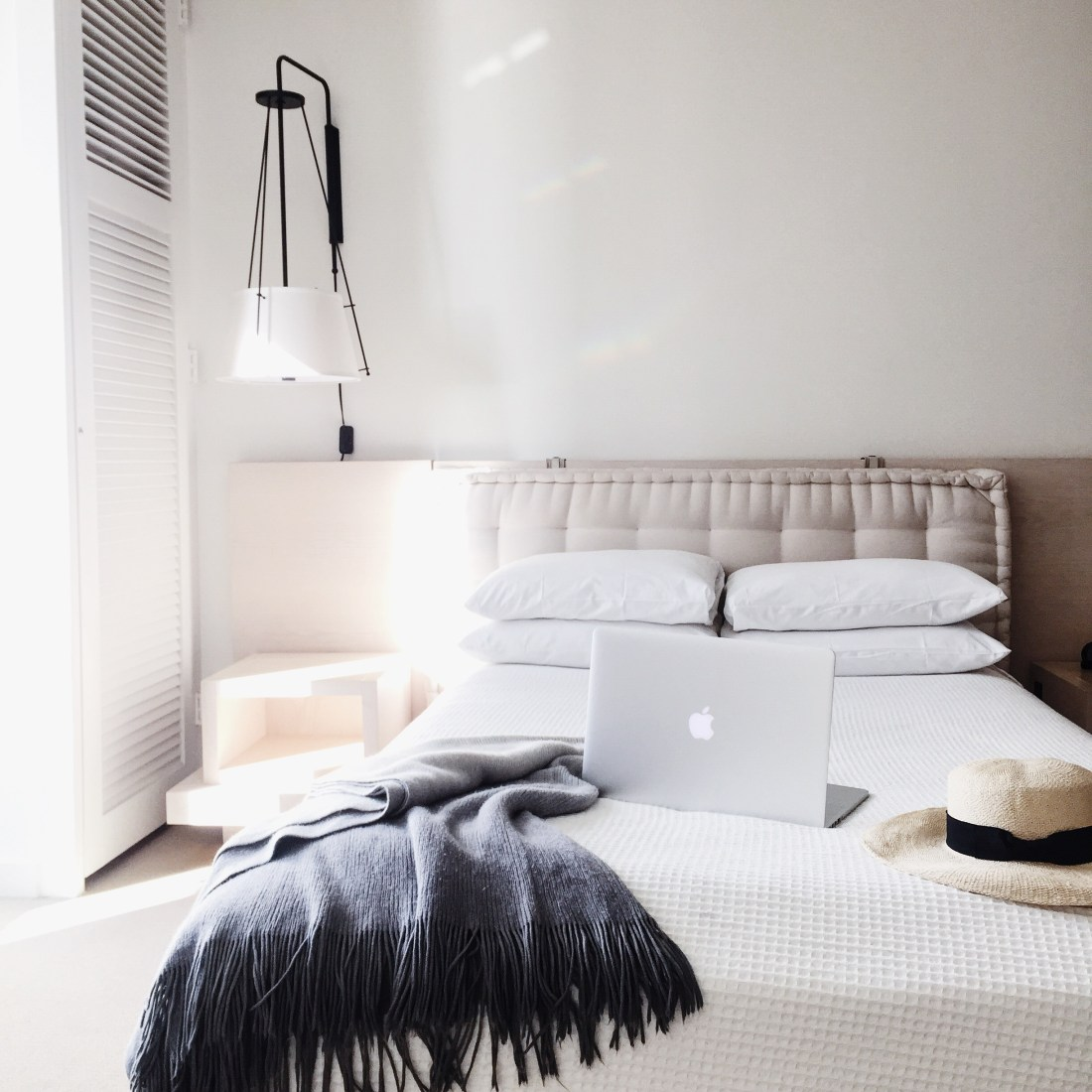 Workspace Goals | Home Interior Inspiration | Weekend Goals | The Modern Honolulu | Best Hotels in Hawaii | Drinks at the Pool | Best Places to Stay in Honolulu | Travel Guide to Oahu via @elanaloo + elanaloo.com