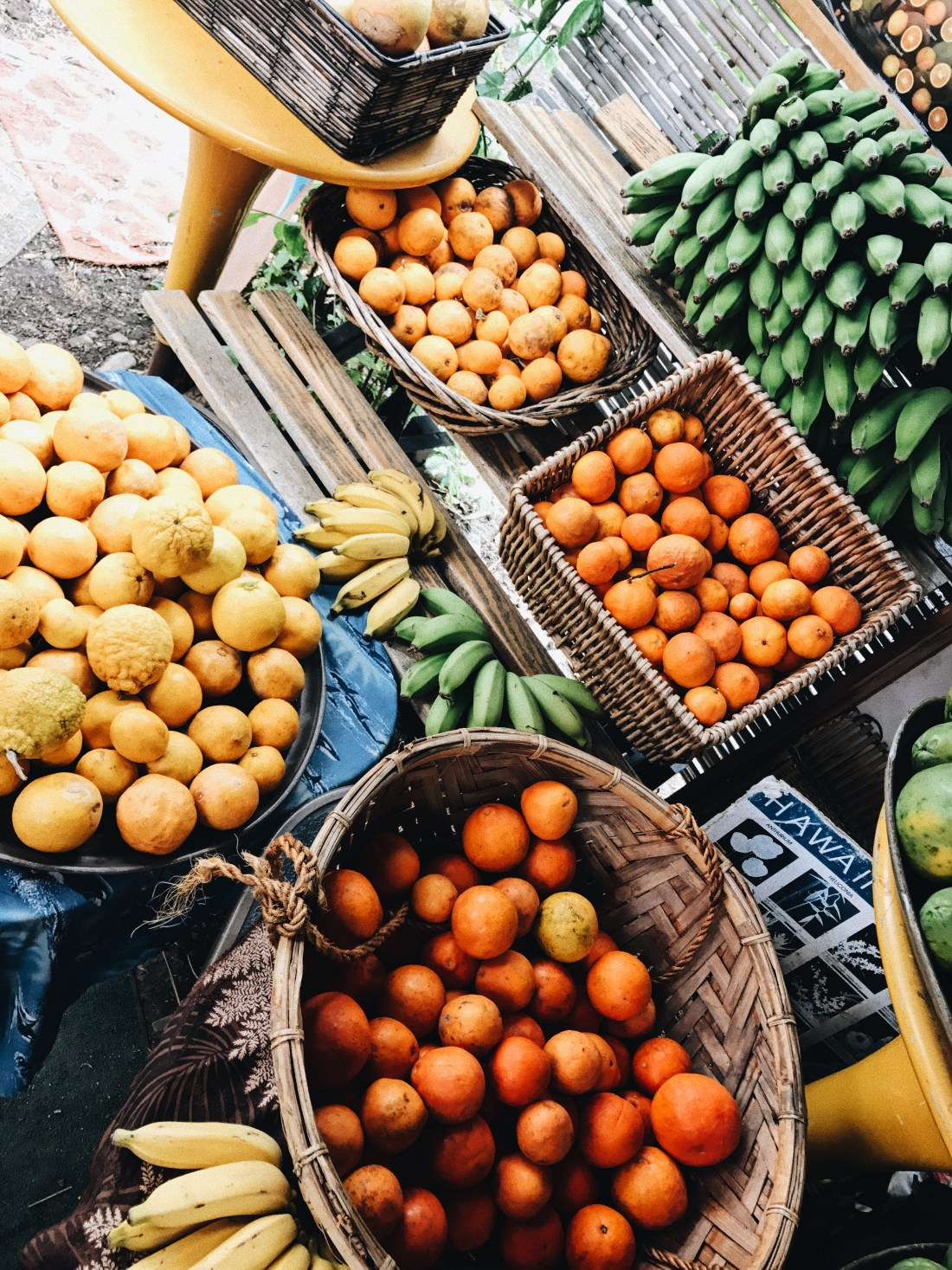Hawaii Farm stand | Tropical Fruit stand | Fruit stand in Hawaii | Health + Fitness | Carb Cycling 101 with Fortitude Fitness via @elanaloo + elanaloo.com
