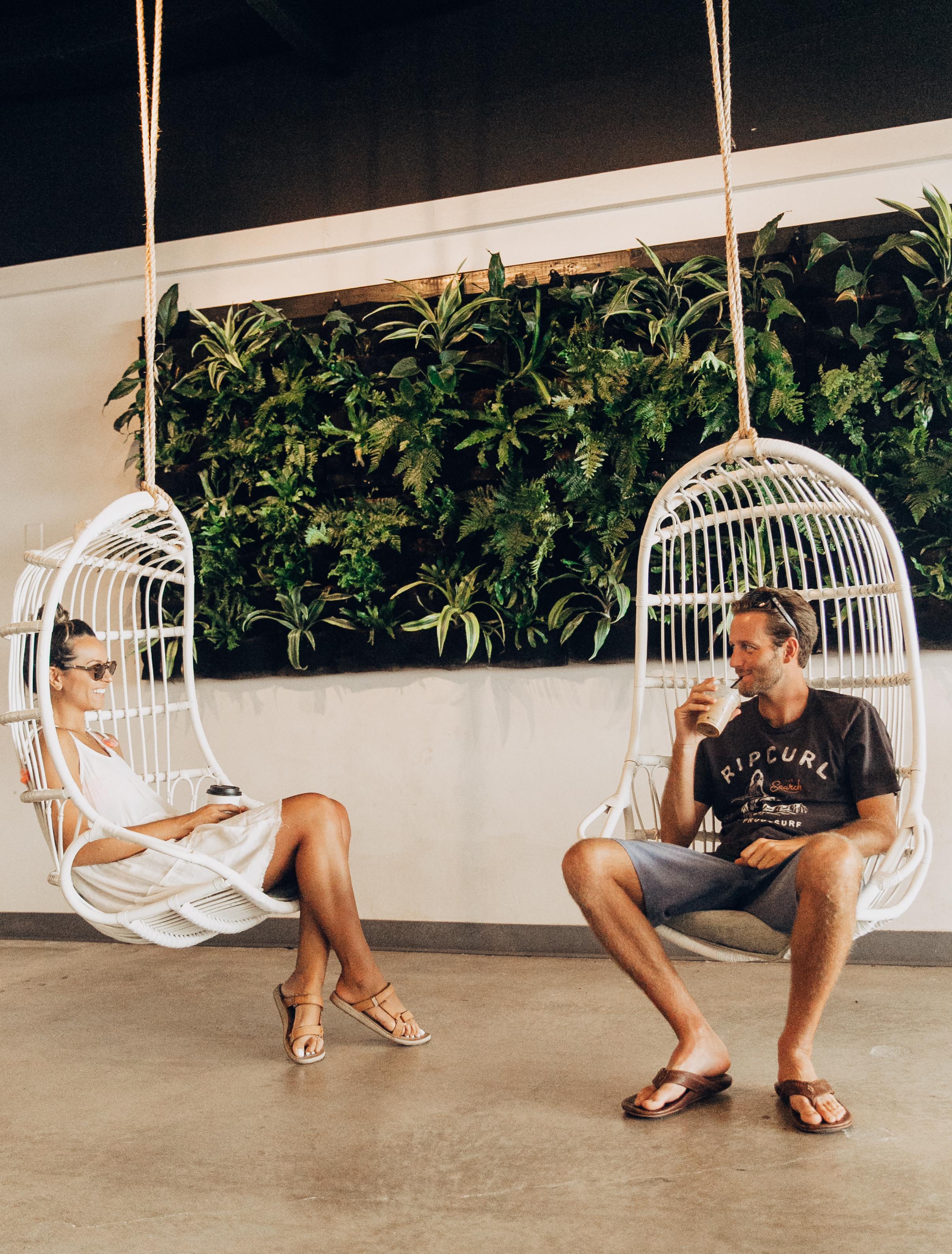 Akamai Coffee | Cute Coffee Shop in Maui | Modern Coffee Shop in Maui | Best Coffee Shops in Maui | Traveling Couple | Travel Inspiration | Hawaiian Island Hopping | Weekend In Maui | Guide to Spending The Weekend in Maui | Travel Blogger's Maui Recommendations via @elanaloo + elanaloo.com