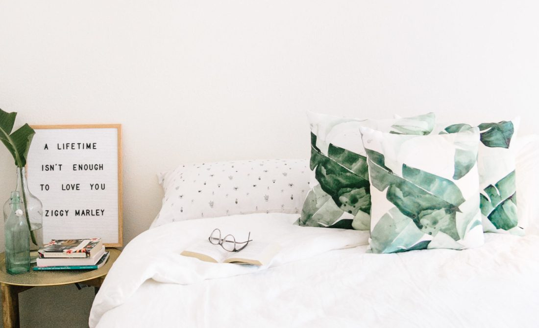 Letterfolk Board | Palm Pillows | White Linen Bedding | Parachute Home | Design Details | Tropical Home Renovation | Home Redesign | Home Inspiration | Life Update from travel blogger ElanaLoo | Life in Hawaii via @elanaloo + elanaloo.com