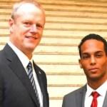 Estudiante dominicano es reconocido por el gobernador de Massachusetts