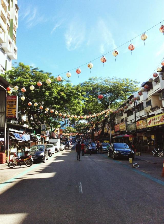 We walked up to Jalan Alor for it is the nearest HOHO stop from our hotel