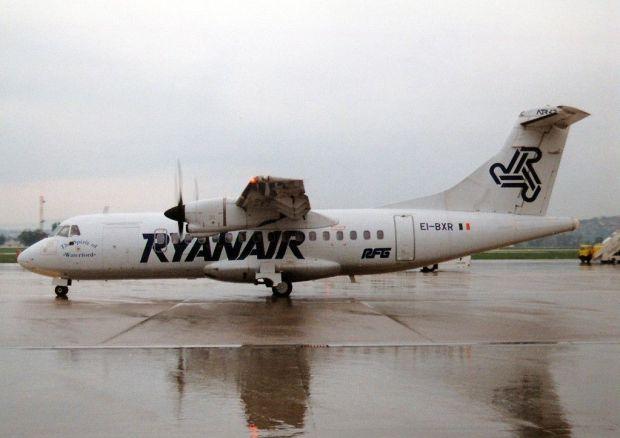 ATR-42-300 de Ryanair en Stuttgart.  Torsten Maiwald