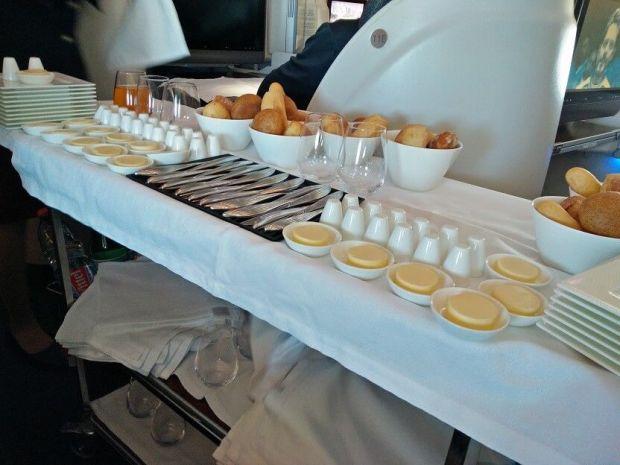 Detalle de cómo se sirve la comida en Qatar: calidade!