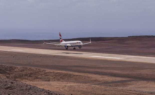 Primer 737-800 de Comair haciendo tomas en el aeropuerto de Santa Helena para su certificación (Foto: Paul Tyson)