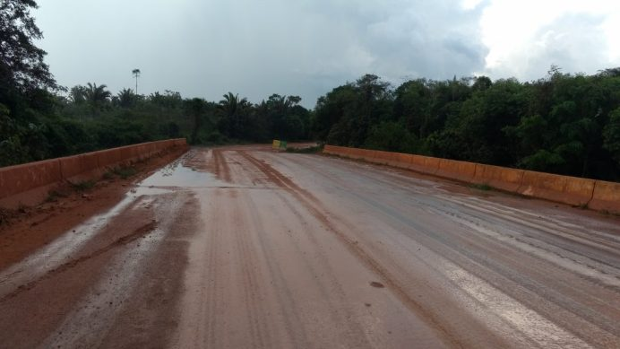 50Km ao norte de Novo Progresso, asfalto reaparece
