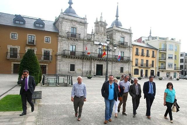Los ediles populares y López Riesco, después de la rueda de prensa (C.Sánchez/Ical)