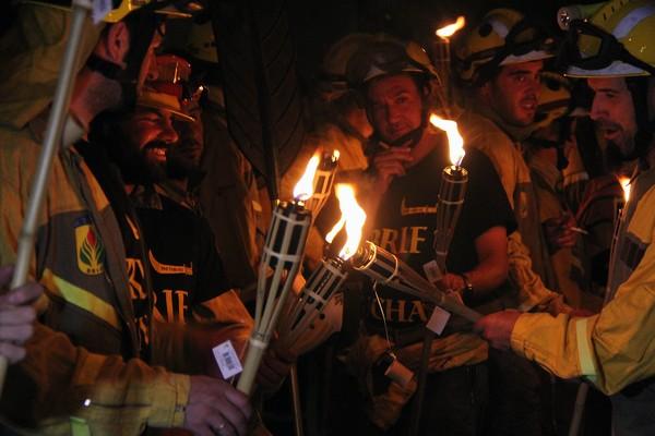 Los miembros de la Brif de Tabuyo portaron antorchas durante la marcha (Ical)