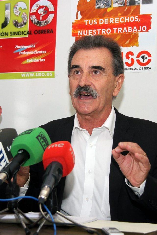 El Secretario Estatal de la Federación de Industria de USO, José Vía Iglesias, en la sede del sindicato en León. / P. García