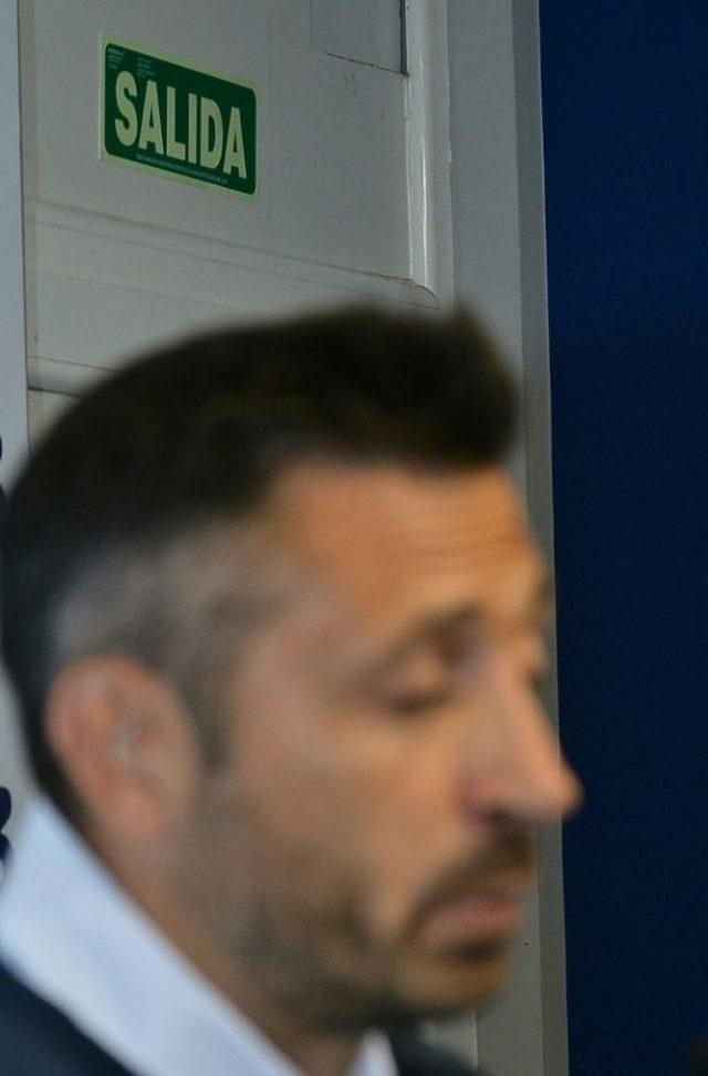El ya exentrenador de la Ponferradina se despidió este martes del club. / QUINITO