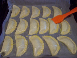 empanadilla de champinones 5 - Empanadillas al horno de champiñones, queso de cabra y tomillo