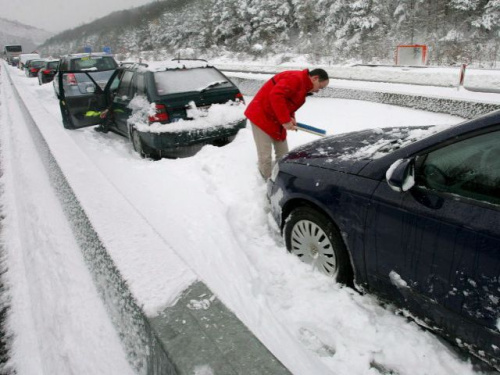 autopistas nevadas - Autopistas nevadas: servicio nefasto y barrera de peaje bajada