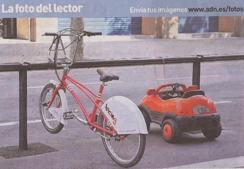 bicicleta y cochecito - Integración de los niños en la sociedad