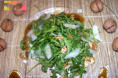 rucula portada - Ensalada de rúcula, parmesano, nueces y vinagreta de miel