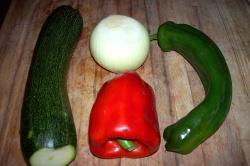 pizza verduras1 - Pizza integral de verduritas y aceitunas