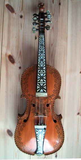 hardanger fiddle - EL FIDDLE: un ejemplo de cómo las culturas moldean sus instrumentos y su tradición musical