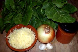 tarta de acelgas ingredientes - Receta de tarta de acelgas con cebolla y tomate al tomillo