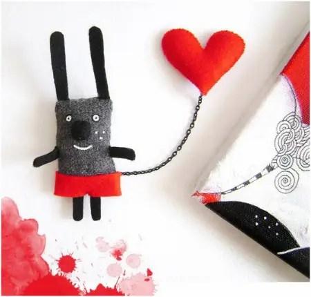 kristina - ¿Es grande tu corazón? Haz una buena acción y participa en el sorteo de un broche y una ilustración de Kristina Sabaite