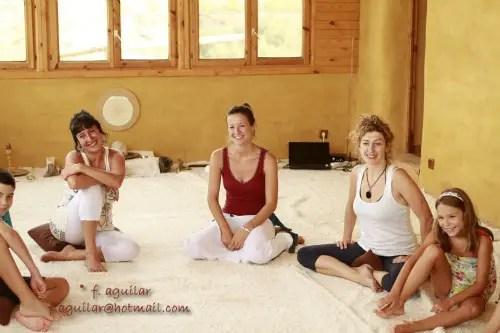 """cortijo los baños yoga - """"Hay que tener paciencia, cada cosa llega en su momento, HAY QUE CONFIAR"""". Entrevista a los creadores del cortijo Los Baños Al-Haman en Almería"""