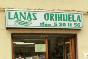 """LANAS ORIHUELAb - """"Mi madre siempre nos ha tejido, bordado, cosido... y es normal que yo siga ese camino"""". Entrevista a Lola de Lanas Orihuela"""