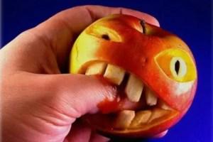 """manzana mala - """"SUPER MERCAUSCHWITZ: Cuando la comida puede exterminar"""". Informaciones para intentar ser grano entre la paja en el Food Fascism mundial"""