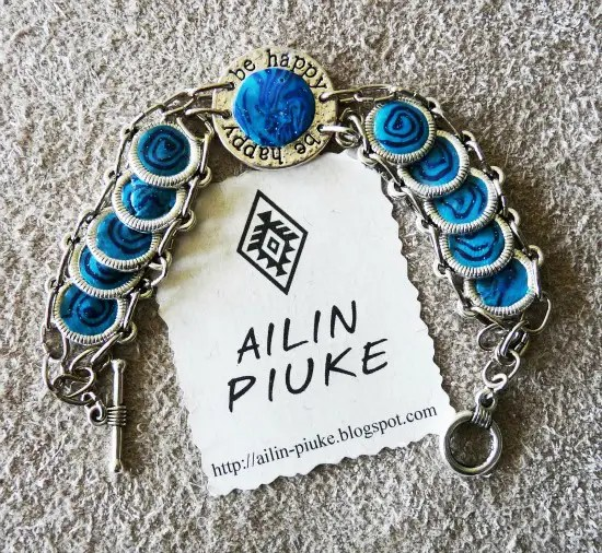 """ALMENDRA 109 - """"A pesar de todos los sinsabores, la vida es hermosa"""". Entrevista a Anita, diseñadora artesanal de los complementos Ailin Piuke"""