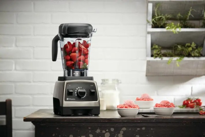 Pro750-BrushedStainless-TomatoStrawberryFreeze-64ozLP-Intl (1)