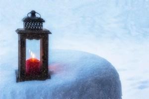 lantern 1982669 1280 - Consejos para ahorrar en luz este invierno