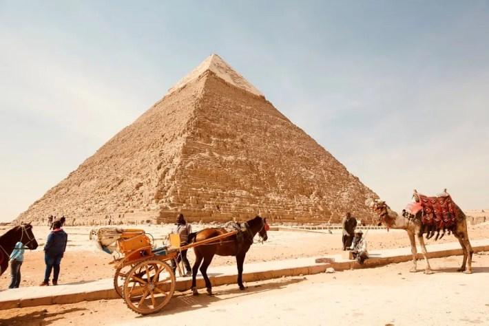 Pirámide escalonada de Zoser - 10 atracciones que debes visitar al viajar a Egipto