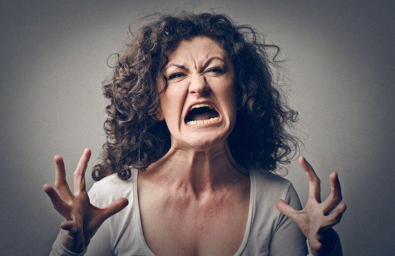 la rabia y bronca se apoderan cuando alguien juega con los sentimientos