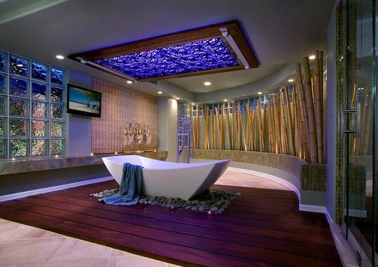baño en blanco, gris y azul