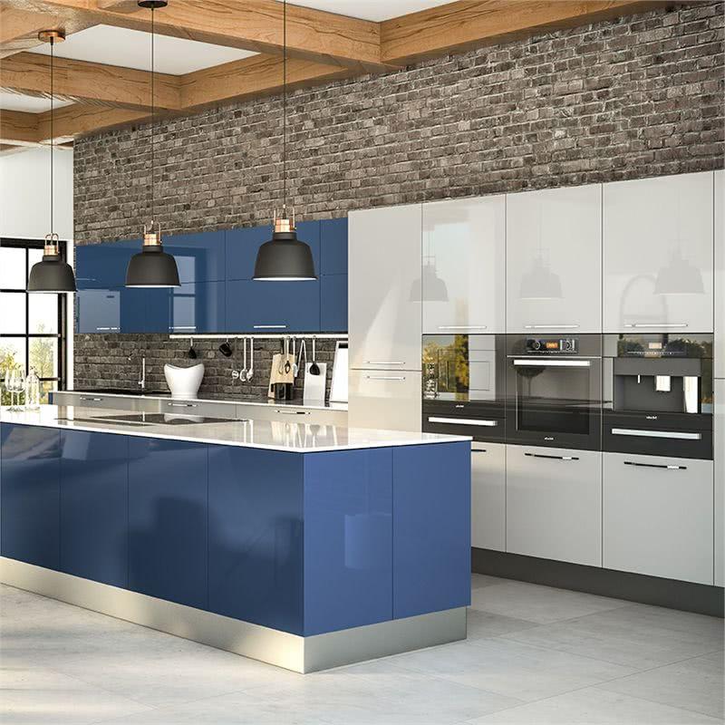 cocina en blanco, gris y azul
