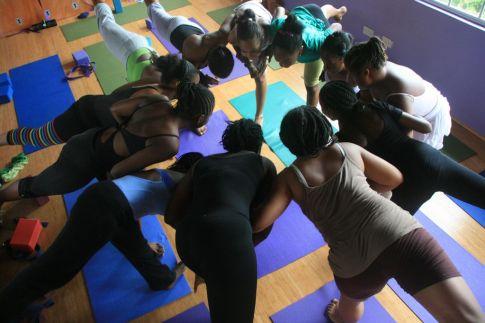 Clase de yoga en grupo